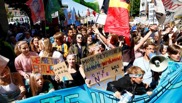 Aachen school children participate in Fridays for Future demonstation