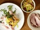 Rezept-kalter-Braten-aus-Schweineruecken-mit-Gemuesesalat-Meerrettichsauce-Kuerb