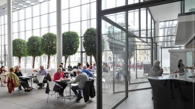 Café in der Pinakothek der Moderne in München, 2018