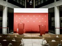 Die Rednerpulte im Willy-Brandt-Haus