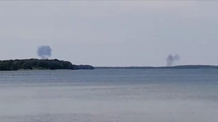 Nach dem Absturz von zwei Eurofightern in Mecklenburg-Vorpommern steigt Rauch auf