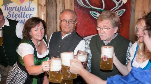 Bierprobe fürs Siedlerfest in Karlsfeld in der Knödel Alm der Familie Brandl, Friedenstr.12., im Werksviertel
