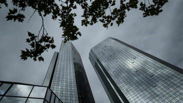 FILE PHOTO: The Deutsche Bank headquarters are pictured in Frankfurt