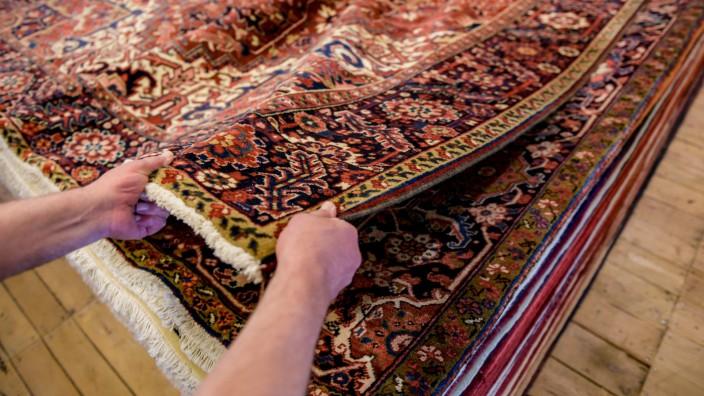 Prozess gegen mutmaßlich betrügerischen Teppichhändler