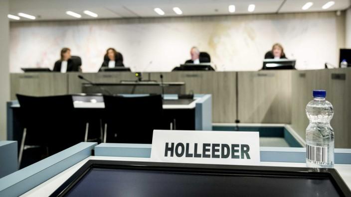 Wim Holleeders Platz vor dem Amsterdamer Strafgericht.
