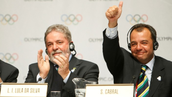FILE PHOTO: Rio de Janeiro 2016 President Carlos Nuzman, President Luiz Inacio Lula da Silva of Brazil and Rio de Janeiro Governor Sergio Cabral celebrate following the signing of the host city  contract for the 2016 Olympic Games during the 121st IOC ses