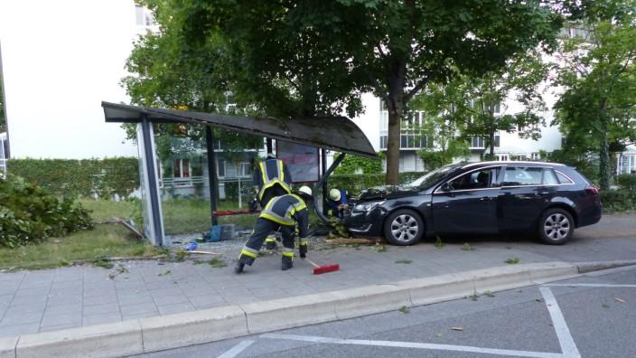 Rauchentwicklung in einem Gebäude in der Mittermayer Straße & Verkehrsunfall in der Schillerstraße