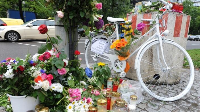 Trauer um im Straßenverkehr getötetes Kind in München, 2019
