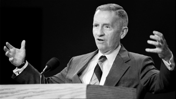 FILE PHOTO: Presidential candidate Ross Perot gestures during the Presidential debate October 19th at Michigan S..; ross perrent nachruf schwarz weiß