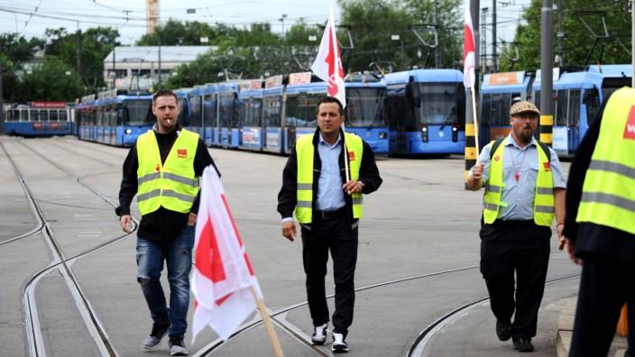 Ohne uns kein Verkehr: Am Dienstag legte ein Warnstreik der MVG-Beschäftigten den Münchner Nahverkehr lahm. Jetzt treffen sich die Tarifparteien zu Gesprächen.