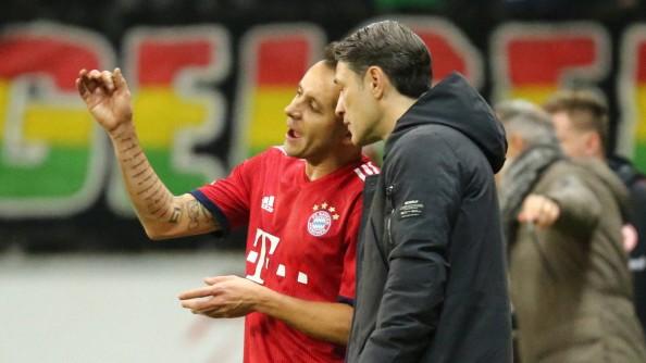 Niko Kovac Trainer Muenchen im Dialog mit Rafinha Muenchen beim Spiel Eintracht Frankfurt vs FC; Niko Kovac und Rafinha FC Bayern