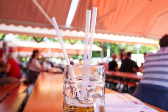Unterhaching, Bürgerfest, nicht ganz plastikfrei, die Strohhalme im Bierzelt sind aus Zuckerrohr,