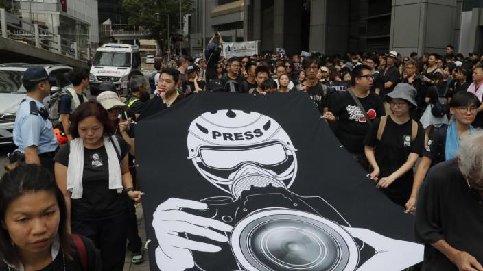 Demonstration in Hongkong - Schweigemarsch für Pressefreiheit