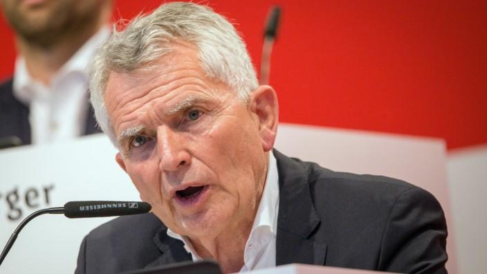 Fußball: 2. Bundesliga, Mitgliederversammlung des VfB Stuttgart