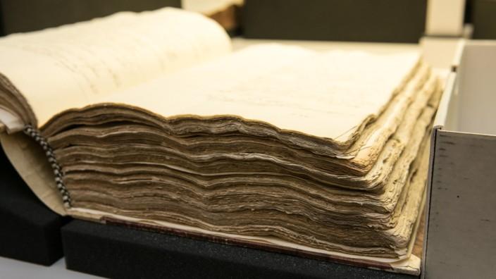Rund 40 Millionen Dokumente lagern im Archiv des Erzbistums München und Freising - ein Zehntel davon ist nun im Archiv verfügbar.