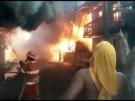 Großbrand zerstört Häuser in Dschungelstadt (Vorschaubild)