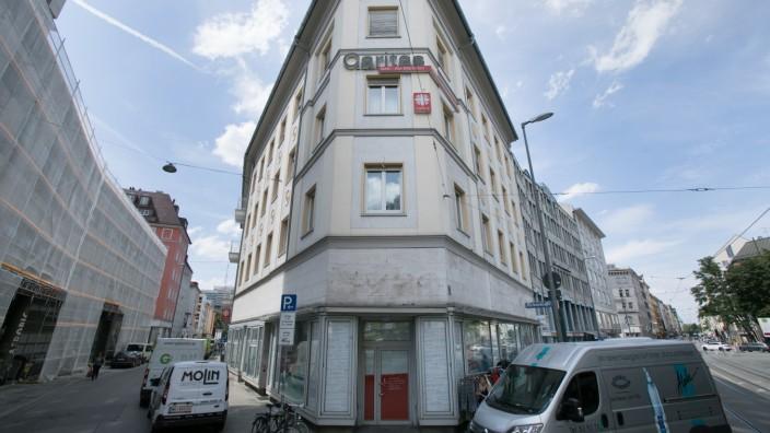 Laden in der Dachauer Str. 3/ Ecke Hirtenstrasse. Da soll ein Treff für Leute mit Alkoholproblemen eingerichtet werden.