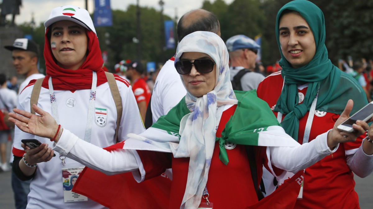 Iran muss über Frauen in Stadien entscheiden