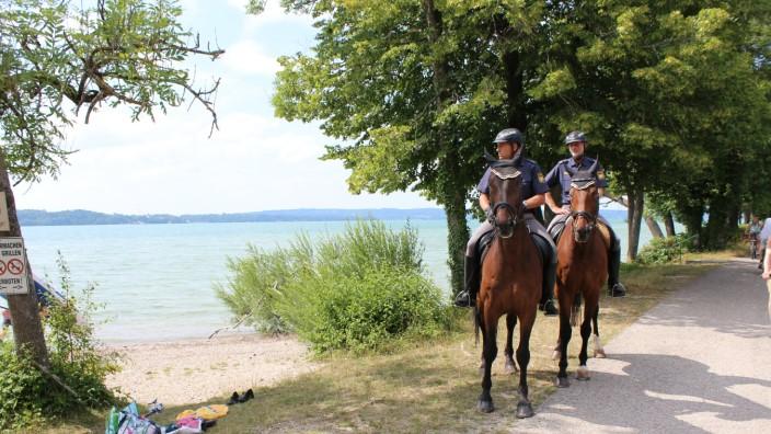 Berittene Polizei am Starnberger See