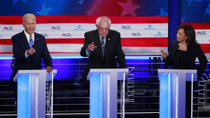 Joe Biden, Bernie Sanders und Kamala Harris bei der TV-Debatte der Demokraten