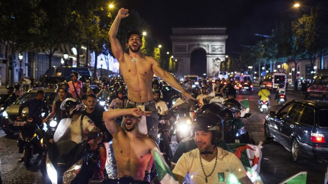 Africa Cup: Algerians celebrate in Paris