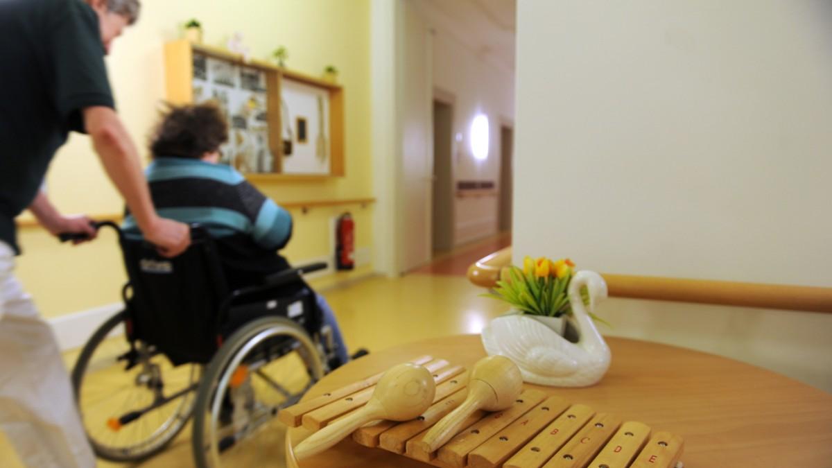 AOK Bayern will sparen - zu Lasten von Senioren in WGs