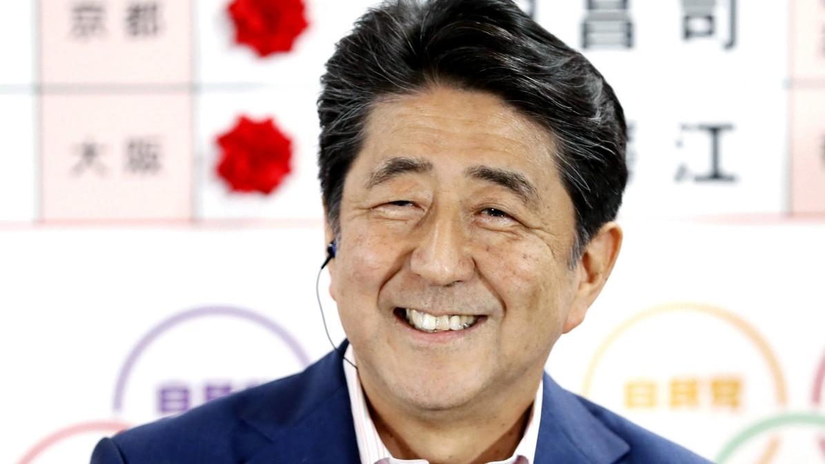 Klare Mehrheit für Premier Abe