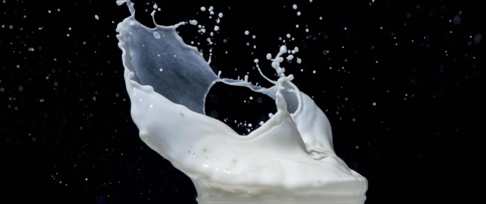 Splashing milk on black background Splashes of milk PUBLICATIONxINxGERxSUIxAUTxONLY Copyright xdey