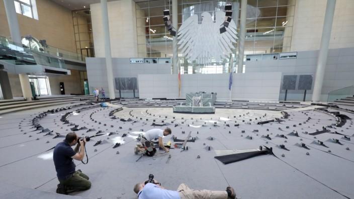 Teppichverlegung im Plenarsaal des Bundestags