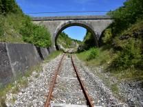 Reisefotograf Christian Jobst Frankreich Gleise stillgelegt Schienen Bahn Wandern