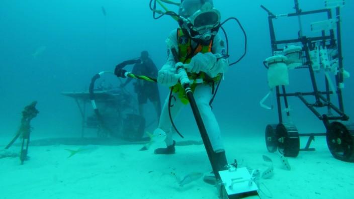 Testing lunar tools underwater