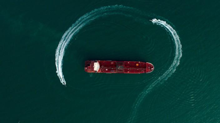 Persischer Golf - Iranische Revolutionsgarden umkreisen den Öltanker Stena Impero