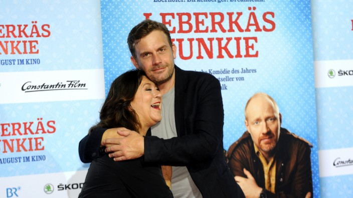 Sebastian Bezzel und Eva Mattes bei der Filmpremiere des Eberhofer-Krimis Leberkäsjunkie im Mathäser Kino in München.