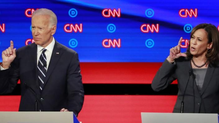 Biden und Harris bei der zweiten Debatte der Demokraten