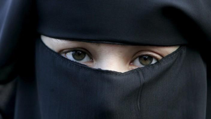 Vor der Einführung des Burkaverbotes in den Niederlanden