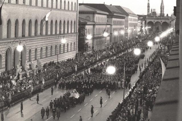 Trauerzug Franz Josef Strauß; Stern Fotoarchiv Staatsbibliothek