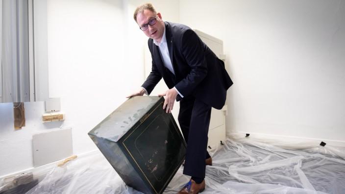 Stadt Lübeck öffnet vergessene Tresore im Rathaus