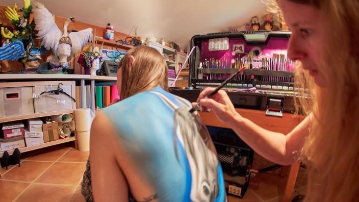 Murml Gold ist Weltmeisterin im Body-Painting