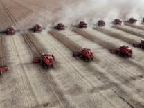 FILE PHOTO: Workers harvest soybeans in a farm in Tangara da Serra in Cuiaba