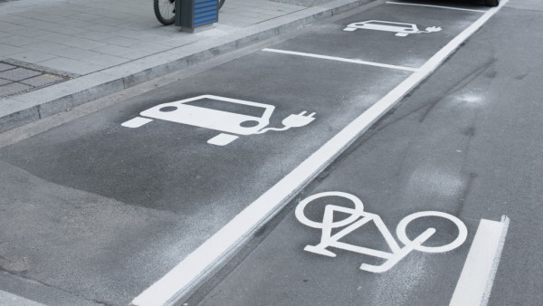 Neue Parkplätze und Parkmarkierungen u.a. Schrägparkplätze in der Amalienstraße