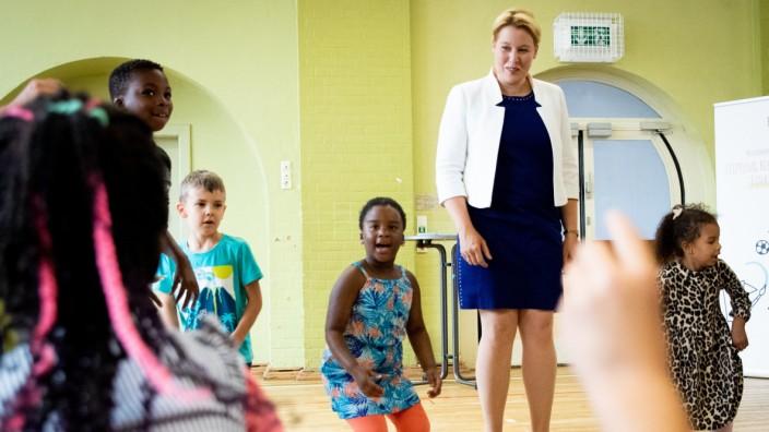 Bundesfamilienministerin Giffey besucht Kita in Hamburg