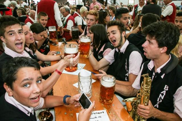 Volksfest  Anzapfen