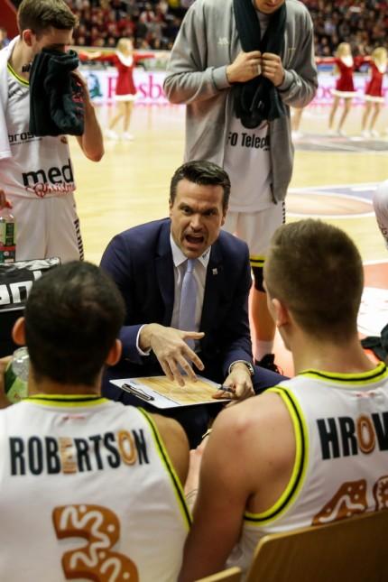 Deutschland Gießen Osthalle 15 12 2018 easy Credit BBL Giessen46ers medi Bayreuth Bild Ausz; Basketball - Bayreuth - Trainer Raoul Korner