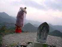 Prozession auf historischer Pilgerroute in Japan