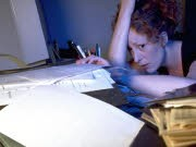 Faulheit und Prokrastination Aufschieben Studenten Abschlussarbeit, dpa