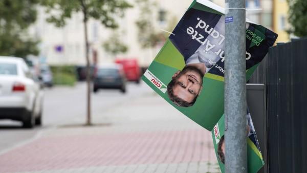 Landtagswahl Sachsen 2019 Wahlkampf abgerissenes Wahlplakat des CDU Spitzenkandidaten Michael Kre