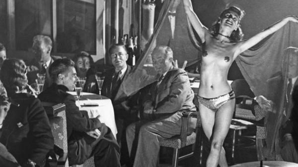 Münchner Nachtleben: In den angeblich so prüden 1950er Jahren gab es in der Stadt Nachtlokale in denen zumindest die Herren ihre Freude hatten.