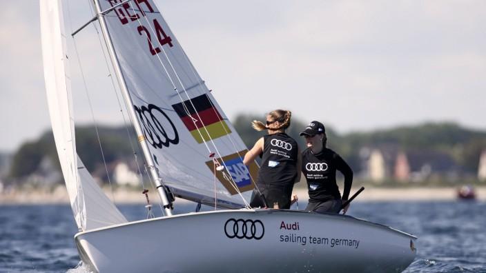 die Olympische Bootsklasse 470 W HIER Nadine Böhm + Ann Christin Goliaß GER; Olympische Bootsklasse 470 W HIER Nadine Böhm + Ann-Christin Goliaß GER