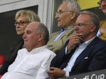 Präsident Aufsichtsratsvorsitzender Uli Hoeneß FC Bayern München und Karl Heinz Rummenigge FC Bayern; Hoeneß
