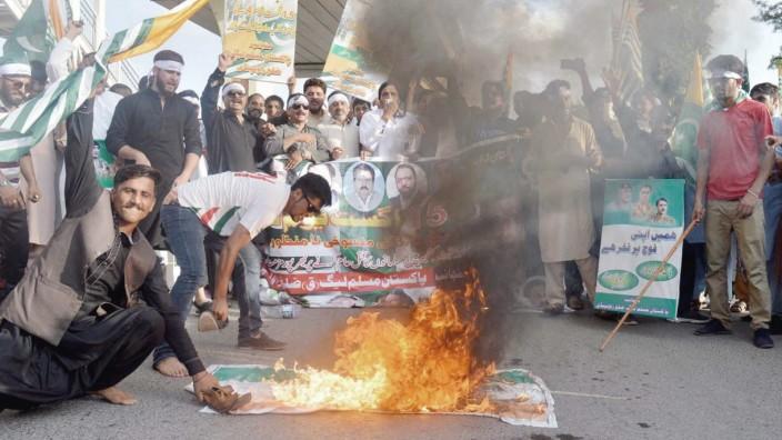 August 16 2019 Pakistan RAWALPINDI PAKISTAN AUG 15 Citizens are holding protest demonstration